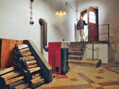 Твердотопливный котел Протерм в интерьере дома