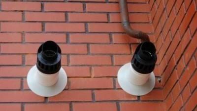 Коаксиальный дымоход на стене дома
